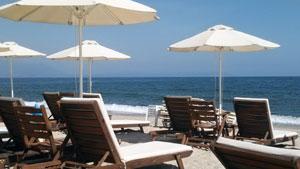 Asprovalta - Ležaljke i suncobrani na plaži